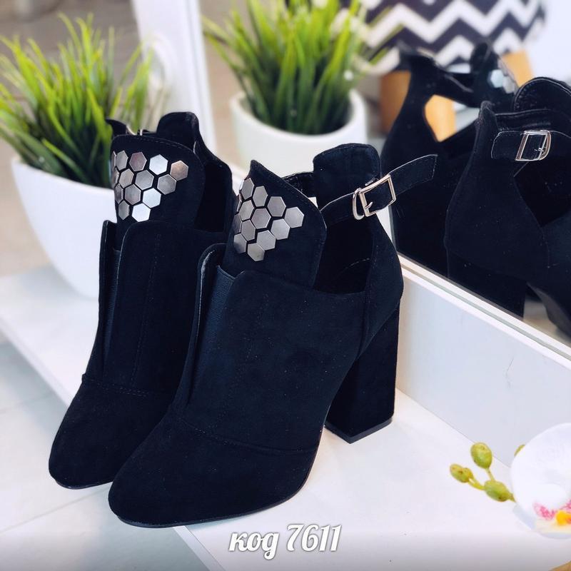 Чёрные замшевые ботильоны на каблуке,чёрные открытые ботинки н...
