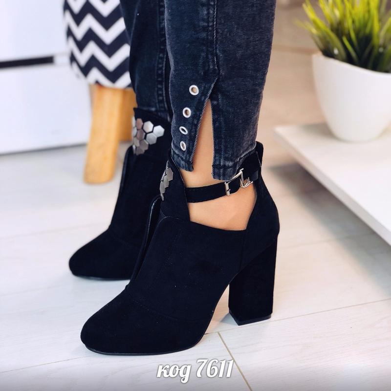Чёрные замшевые ботильоны на каблуке,чёрные открытые ботинки н... - Фото 2
