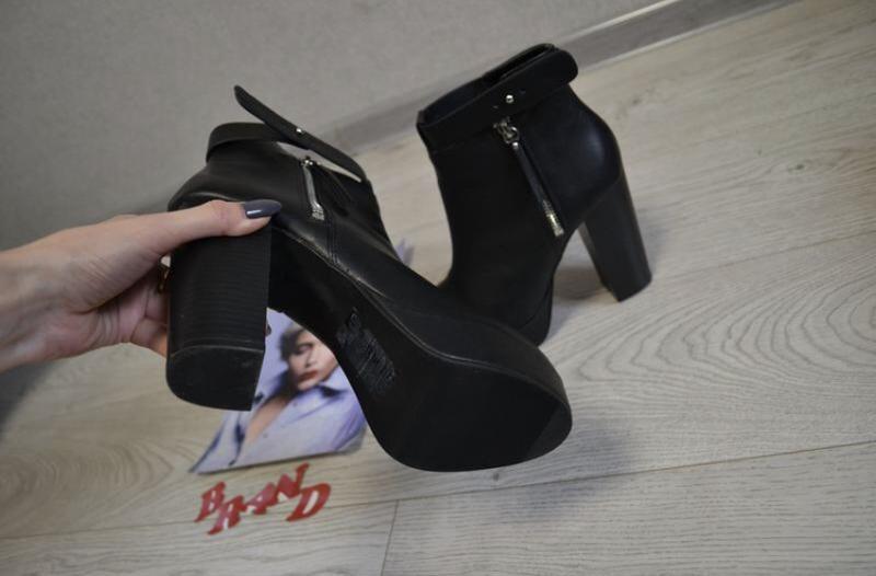 Стильные ботинки на устойчивом каблуке hm - Фото 2