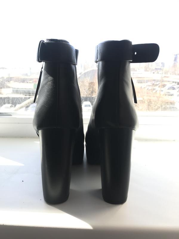Стильные ботинки на устойчивом каблуке hm - Фото 4