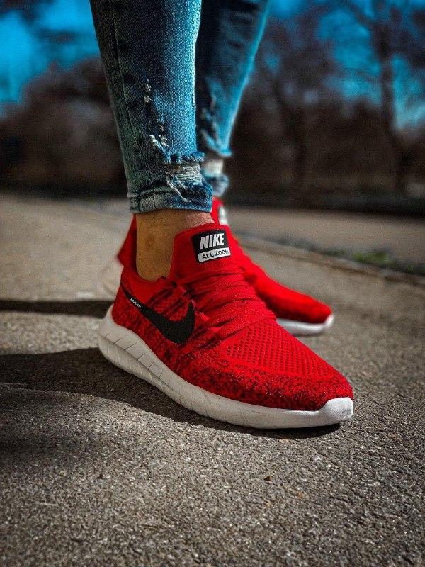 Мужские кроссовки  nike zoom красные с черным с белой подошвой