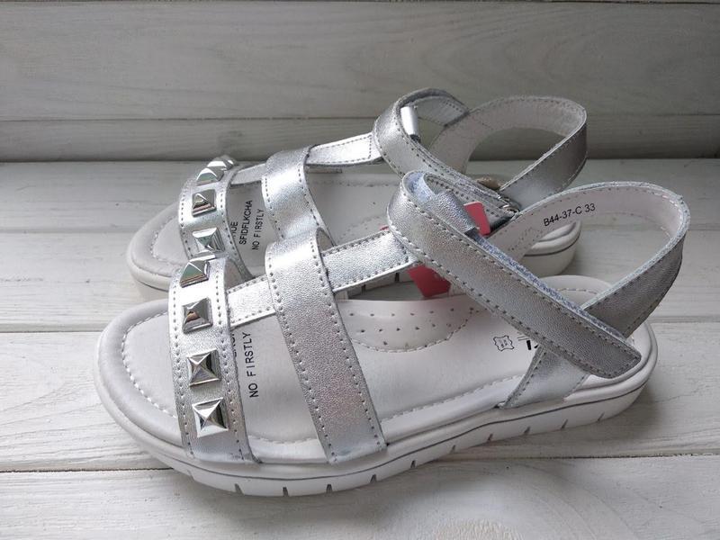 Модные открытые подростковые босоножки с заклепками и супинатором