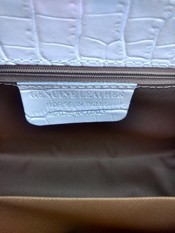 Белая кожаная сумочка с платочком - Фото 10