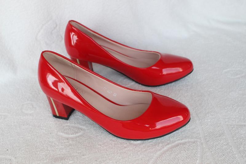 Красные туфли 36 размера на устойчивом каблуке - Фото 4