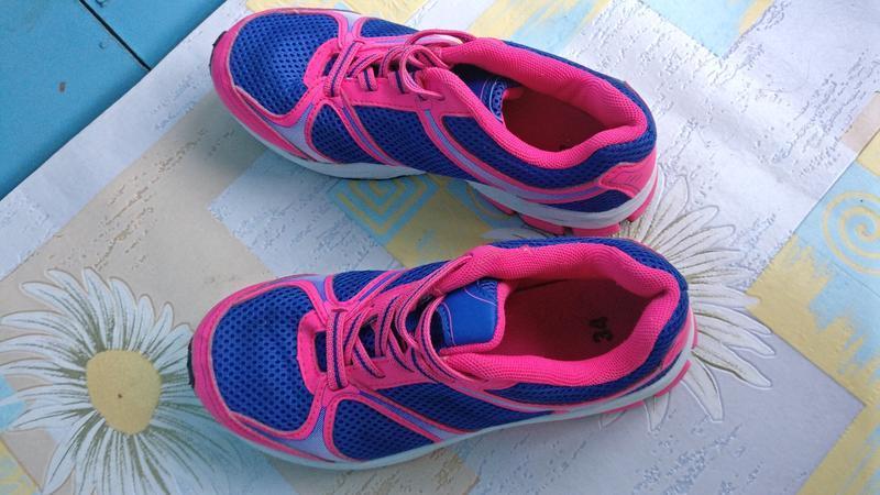 !продам детские яркие спортивные кроссовки для  на шнурах