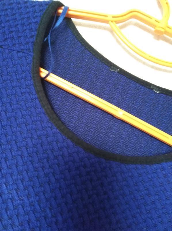 Трикотажное платье синее принт 14-16 размер 46-48 размер - Фото 6