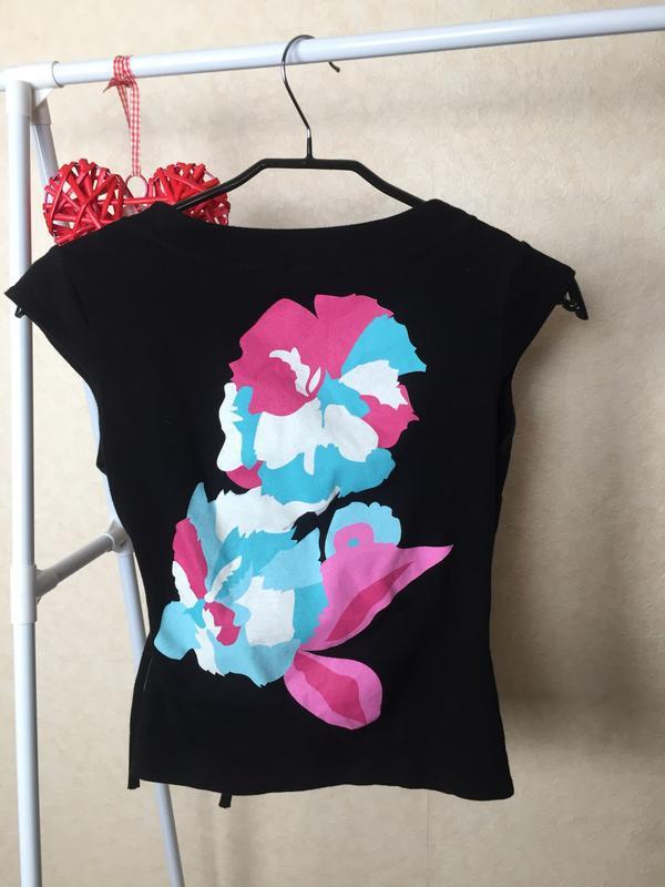 Яркая необычная футболка с запахом lili - Фото 2