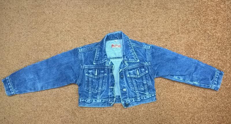 Короткая джинсовая курточка на девочку 6 лет