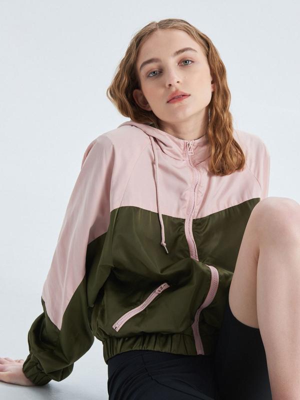 !продам новую женскую спортивную куртку ветровку накидку пиджа...