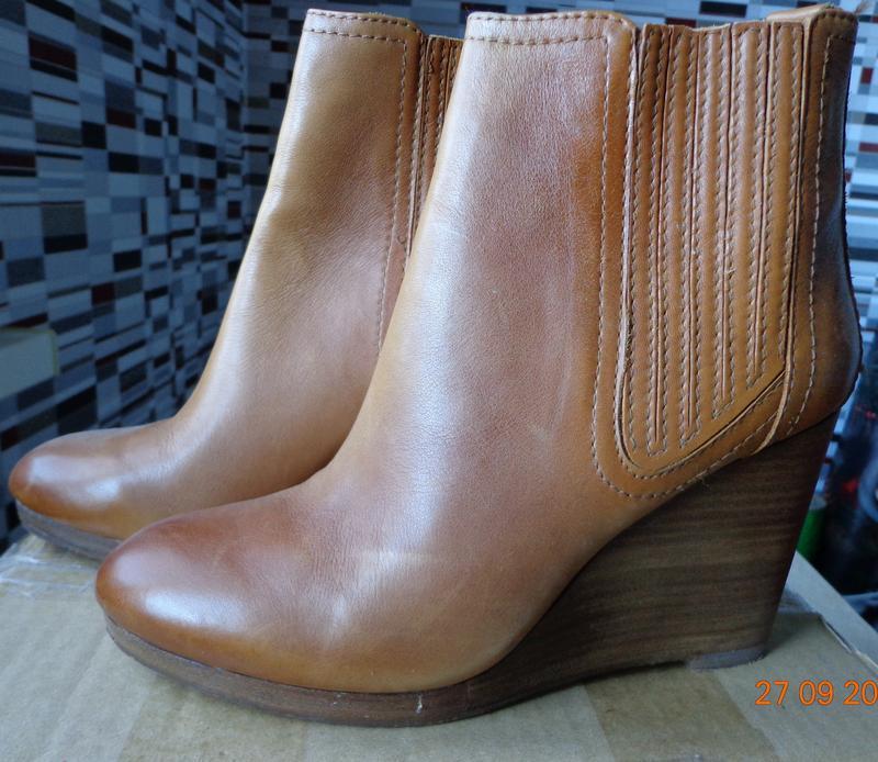Шикарные кожаные ботинки 39 р