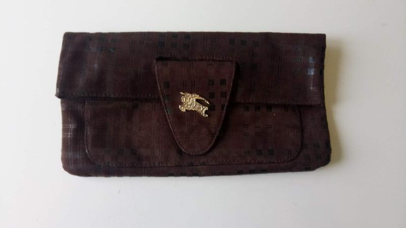 Клатч сумка в стиле burberry .