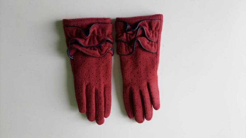 Перчатки фирменные .