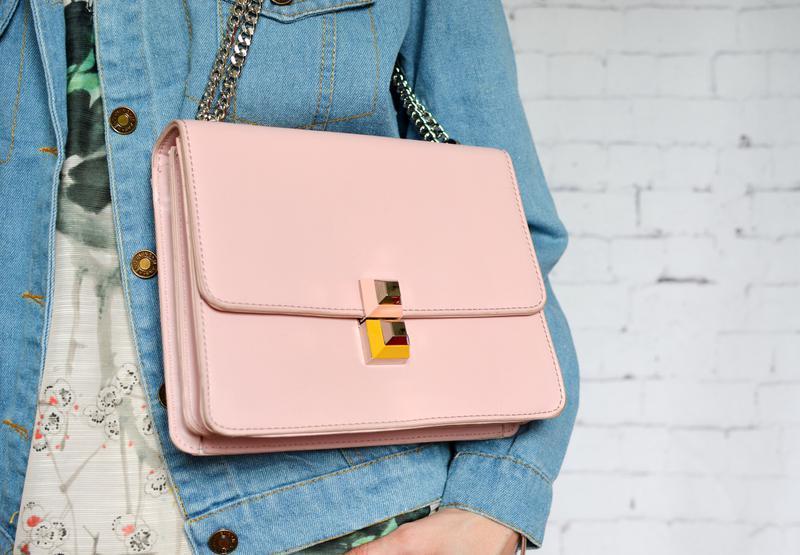 Женская сумка на цепочке