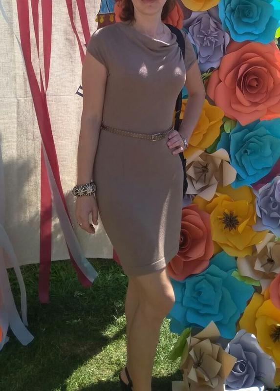 Приталенное платье горчичного цвета