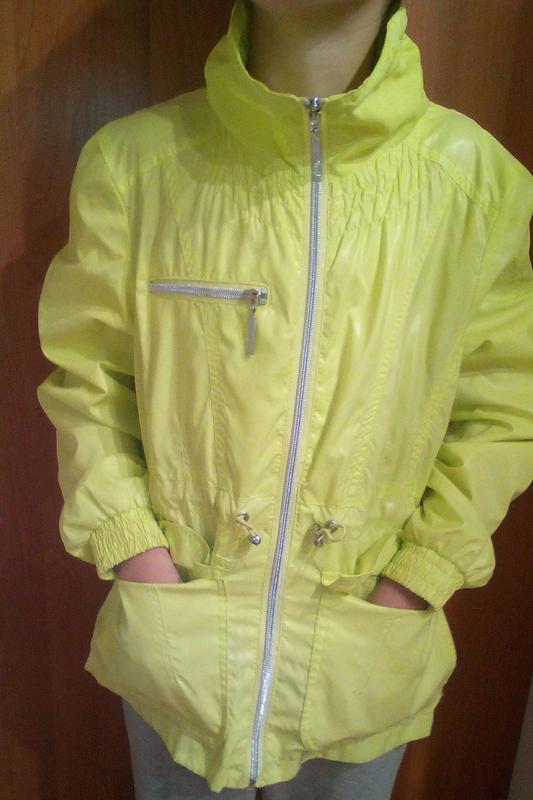 Курточка демисезонная яркая на 10-11 лет