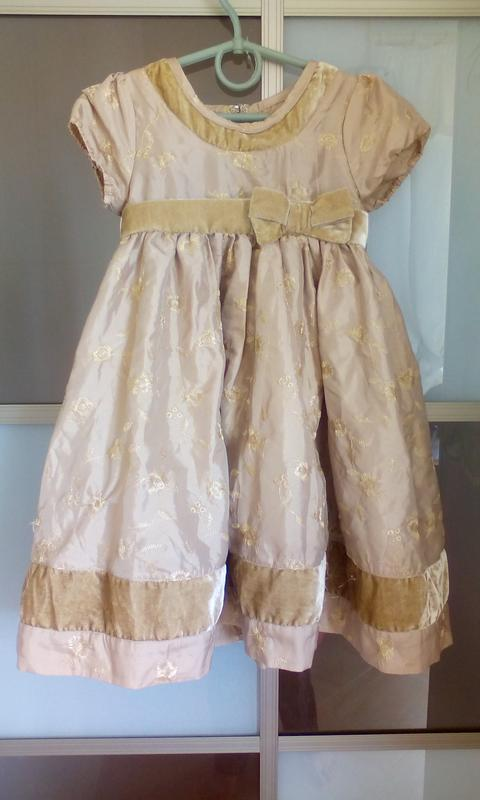 Нарядное платье золотистое на 3-4 годика