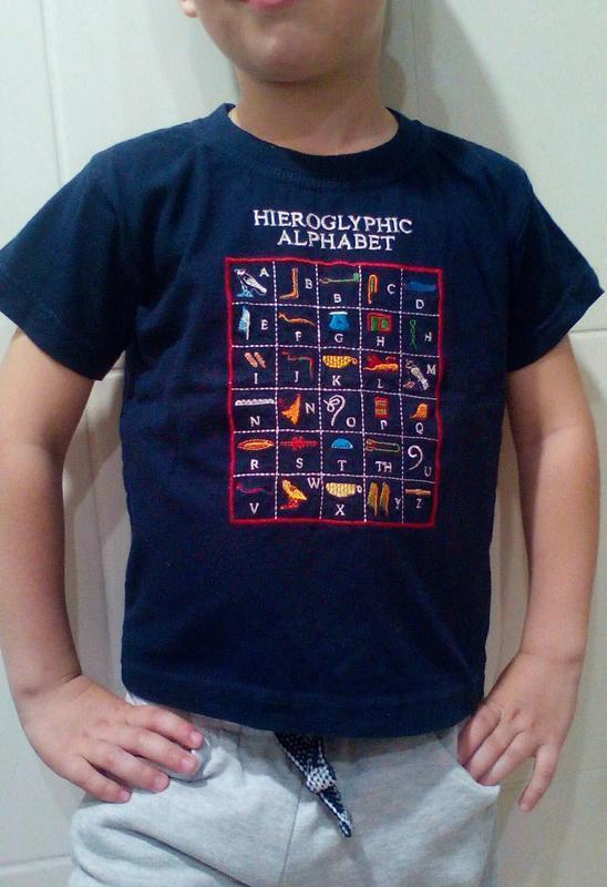 Классная футболка с английским алфавитом на 4-5 лет