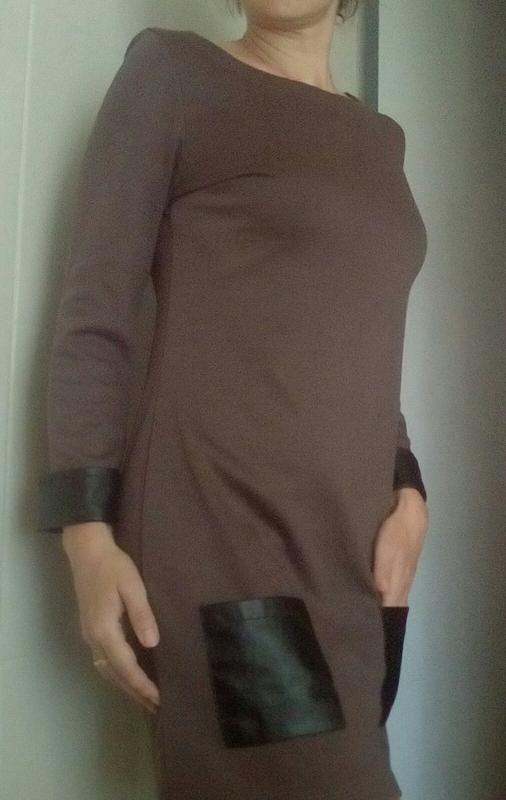 Стильное платье с кожаными вставками - Фото 2