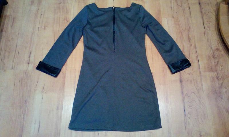 Стильное платье с кожаными вставками - Фото 4