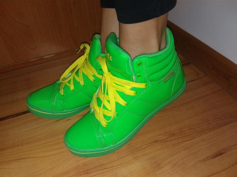 Яркие модные кросовки,кеды