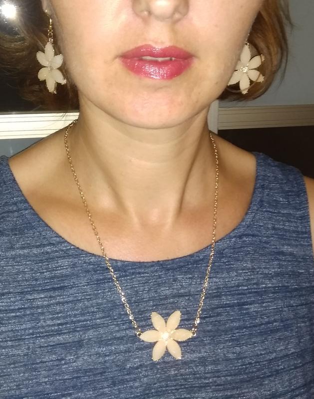 Комплект бижутерия цветочек серьги и цепочка с кулоном