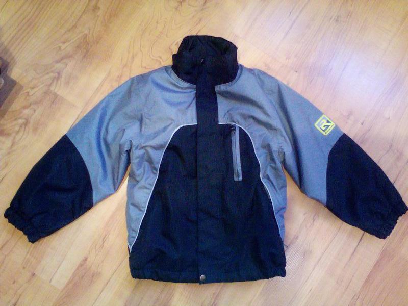 Демисезонная курточка на 5-7 лет