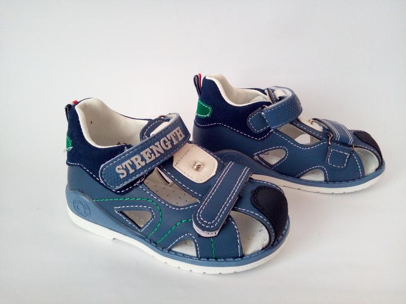 Закрытые босоножки (сандалии) для мальчика бренда jong golf