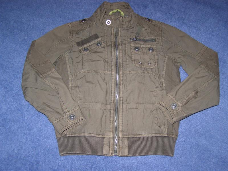 Стильная демисезонная куртка c&a на паренька 6-8 лет