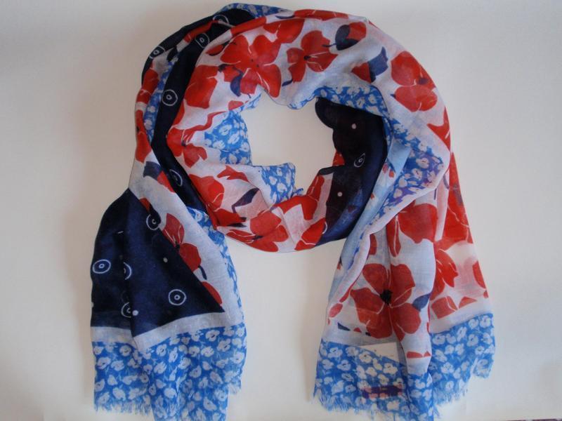 Красивый яркий шарф палантин в цветы accessoires c&a, германия