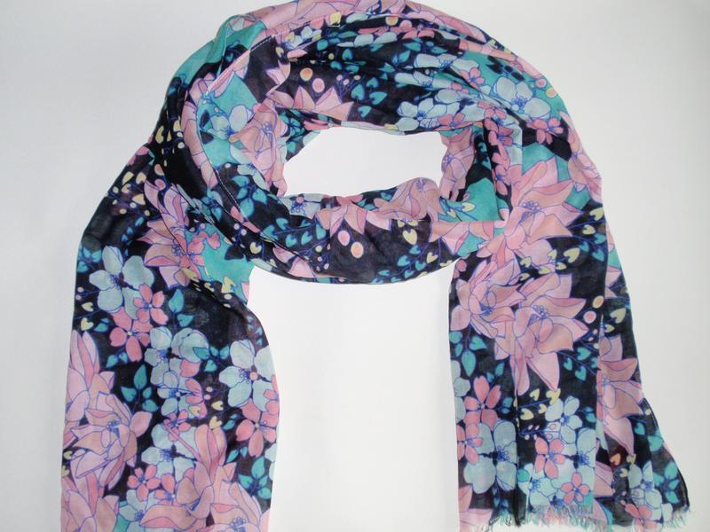 Нежный красивый шарф палантин в цветы accessoires c&a, германия