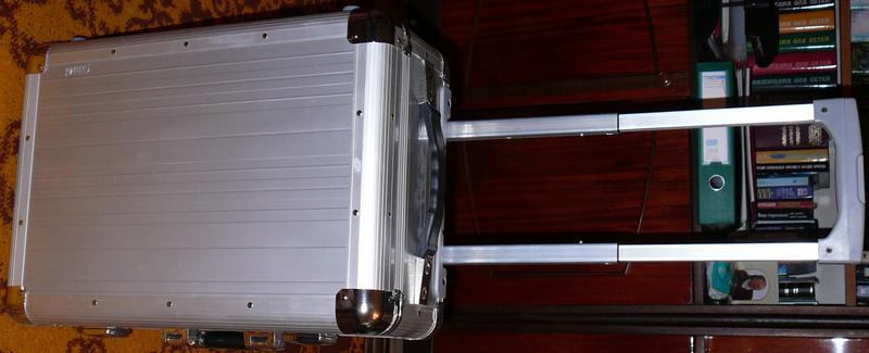 Алюминиевый чемодан CrisMa, на колёсиках с выдвижной ручкой