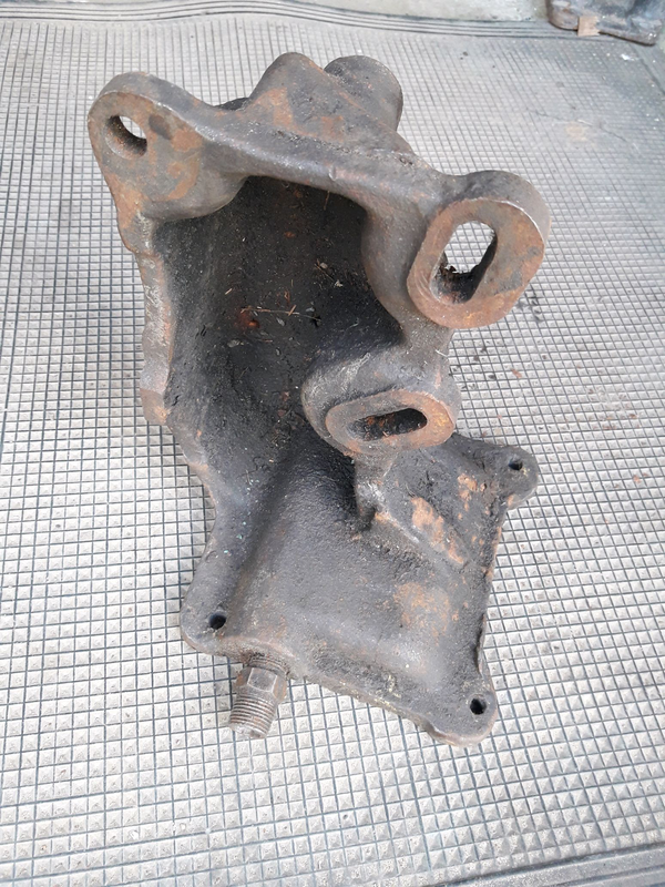 Крышка нижнего картера компрессора кронште б\у кронштейн ( СССР)