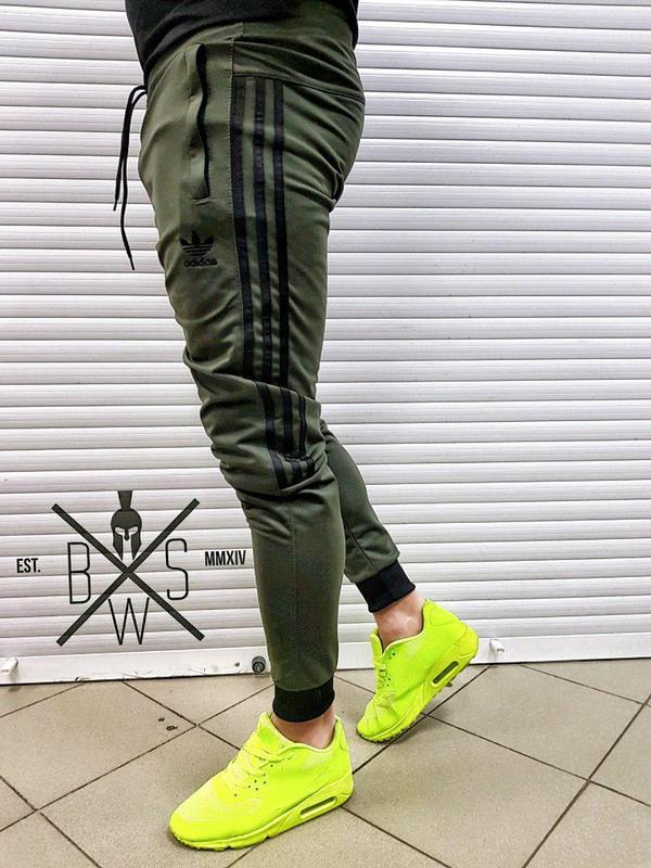 Спортивные штаны Адидас. Мужские спортивные штаны Adidas.