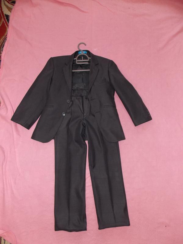 Школьная форма на мальчика ( пиджак и брюки ) на 8 - 10 лет
