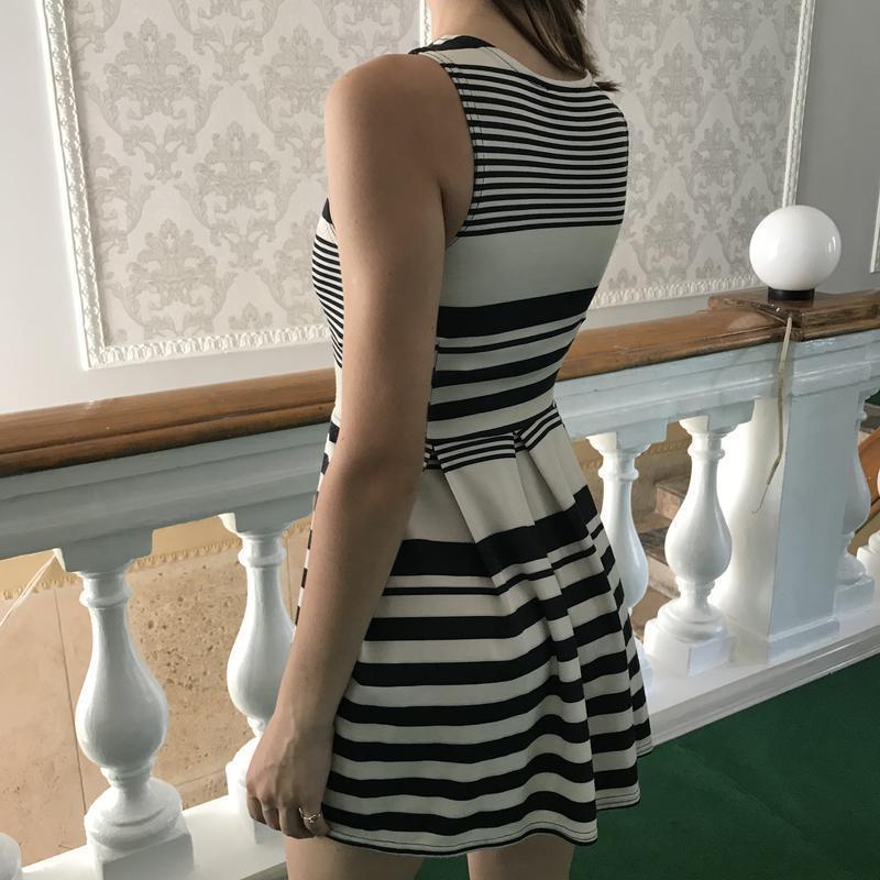 Летнее полосатое платье без рукавов