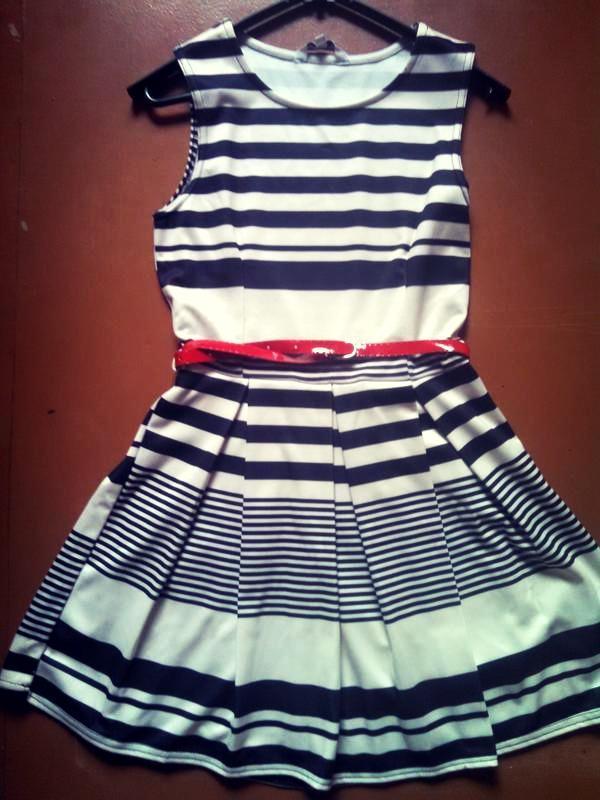 Летнее полосатое платье без рукавов - Фото 2