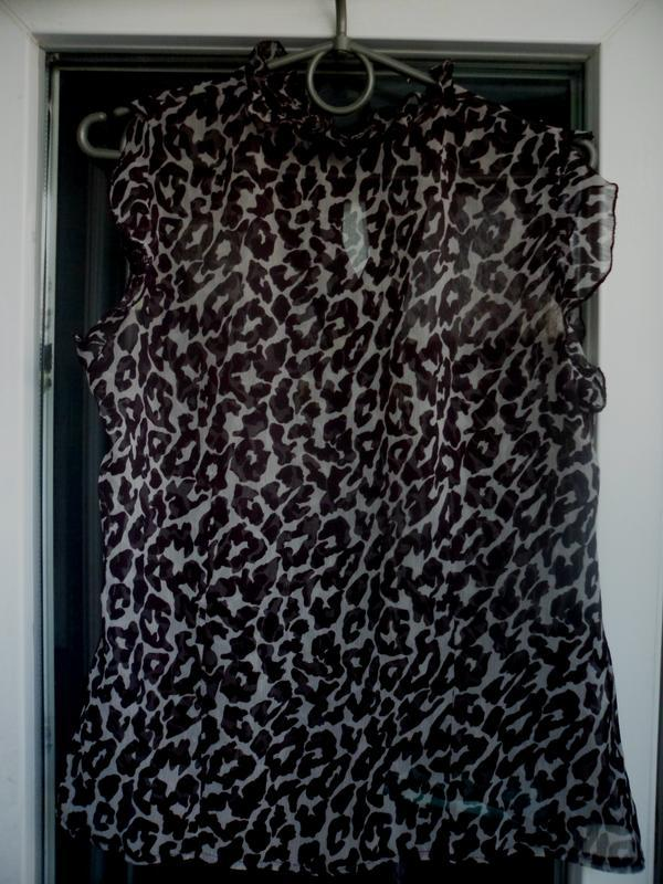 Нарядная блуза в принт леопард atmosphere с воланами без рукав... - Фото 2