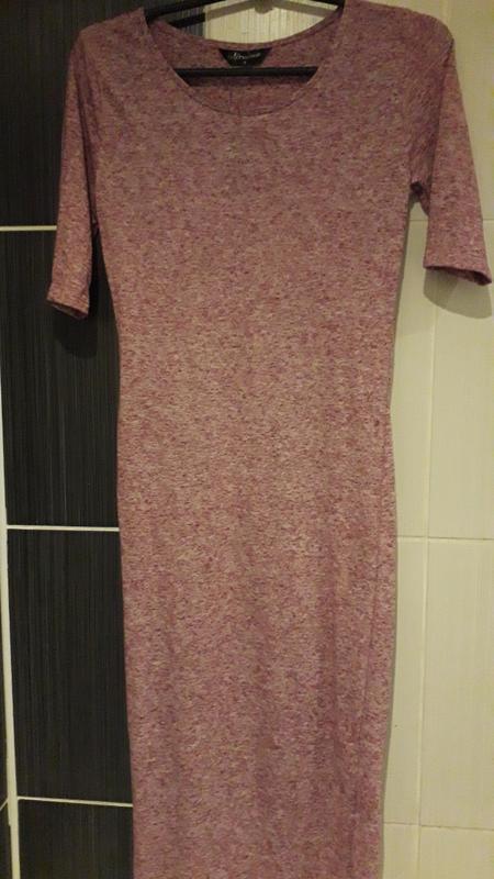 Розовое платье миди internacionale облегающее с рукавом трикот... - Фото 4