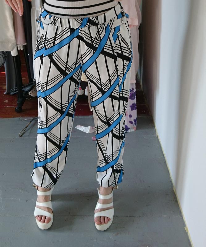 Легкие летние брюки в геометрический принт №170 - Фото 3