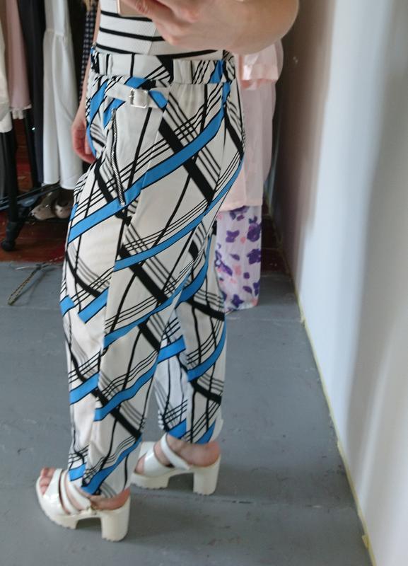Легкие летние брюки в геометрический принт №170 - Фото 4