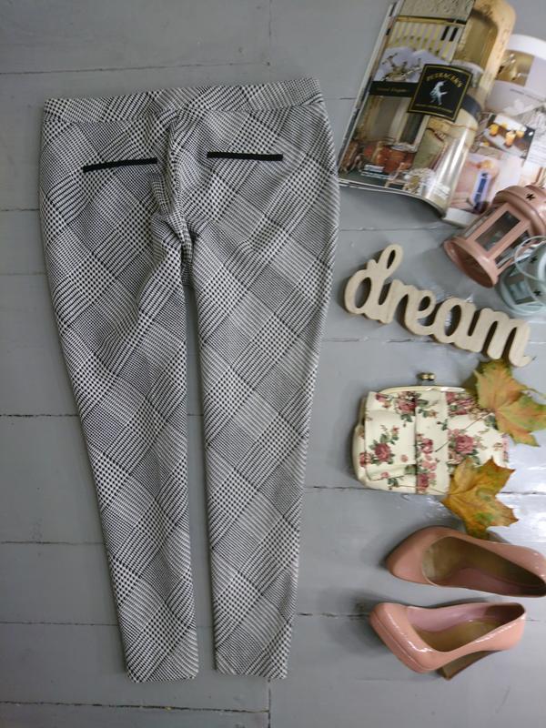 Актуальные укороченные зауженные брюки скинни дудочки сигаретк... - Фото 3