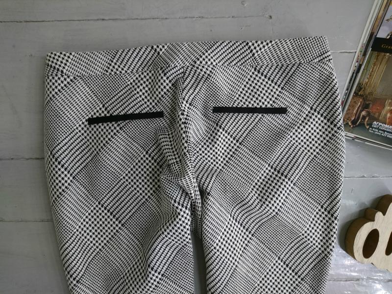 Актуальные укороченные зауженные брюки скинни дудочки сигаретк... - Фото 4