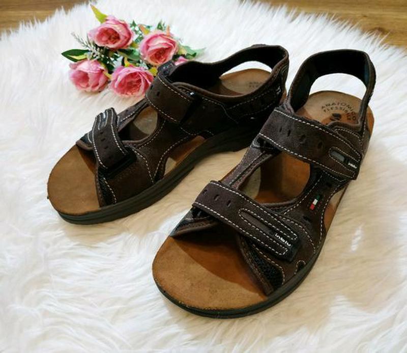 Новые кожаные сандалии р. 41