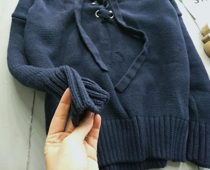 Актуальный плотный свитер с люверсами №33 - Фото 2