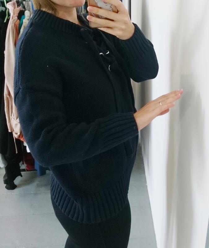 Актуальный плотный свитер с люверсами №33 - Фото 4