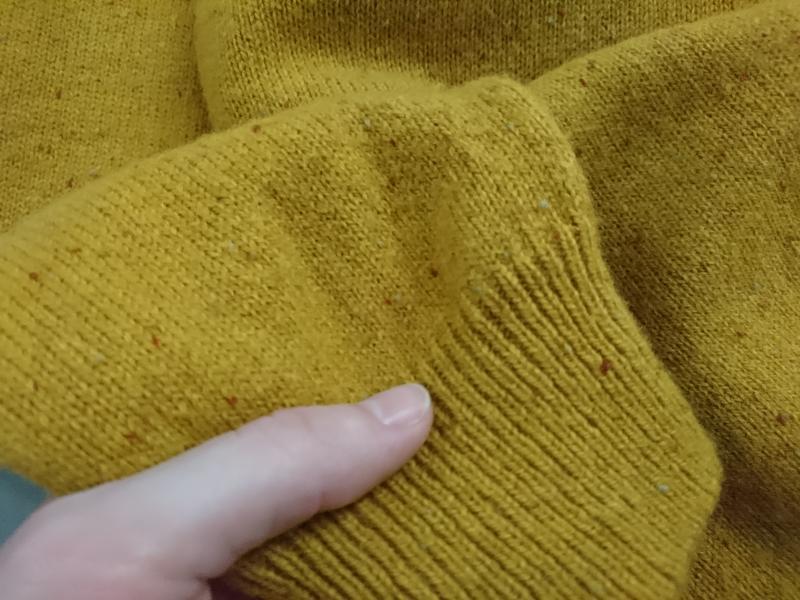 Яркий тёплый шерстяной свитер. - Фото 4
