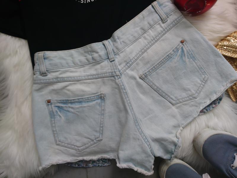Актуальные джинсовые шорты с выглядывающими карманами №307 - Фото 3