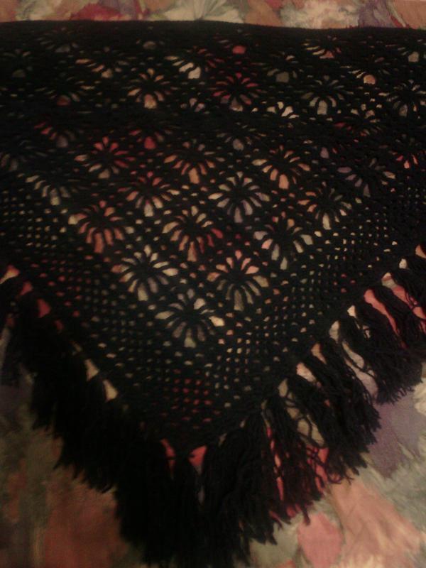 Вязаный теплый платок