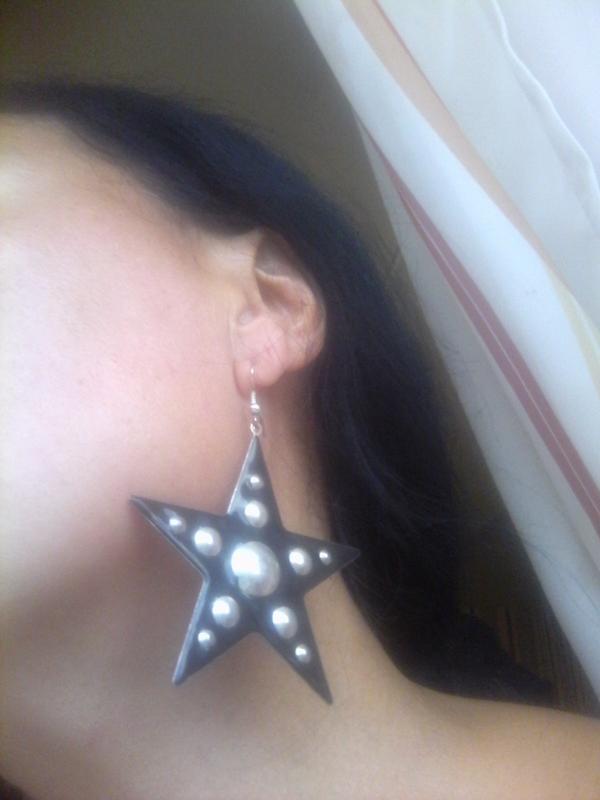 Шикарные крупные серьги из металла звезда, с заклепками