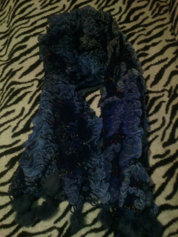Красивый, синий, теплый шарф